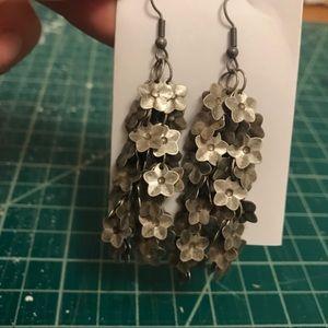 Jewelry - Flower dangle earrings